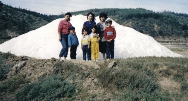 Pila de sal en Cahuil, ribera sur, año1988