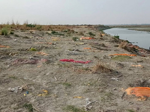 Heavy Downpour Exposes Shallow Graves Across the Banks of Ganga in UP