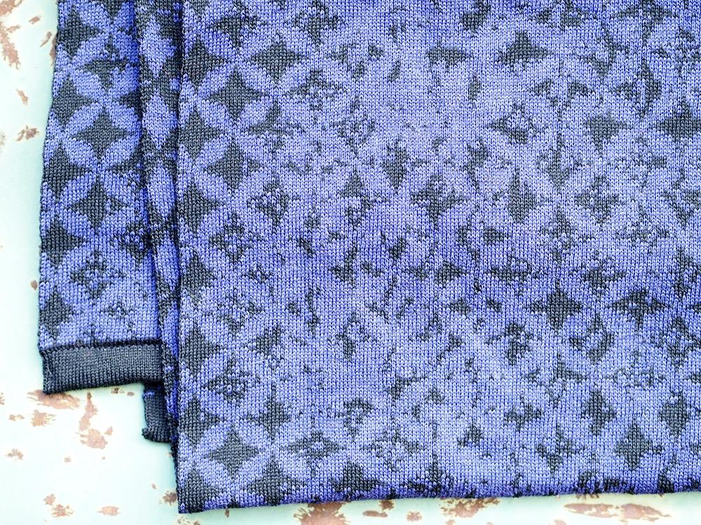 Rikottu tähti, musta-violetti