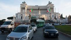 roma street photography piazza venezia