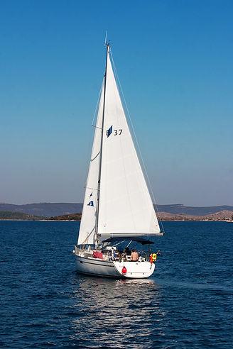 yachting-2864812_1920.jpg