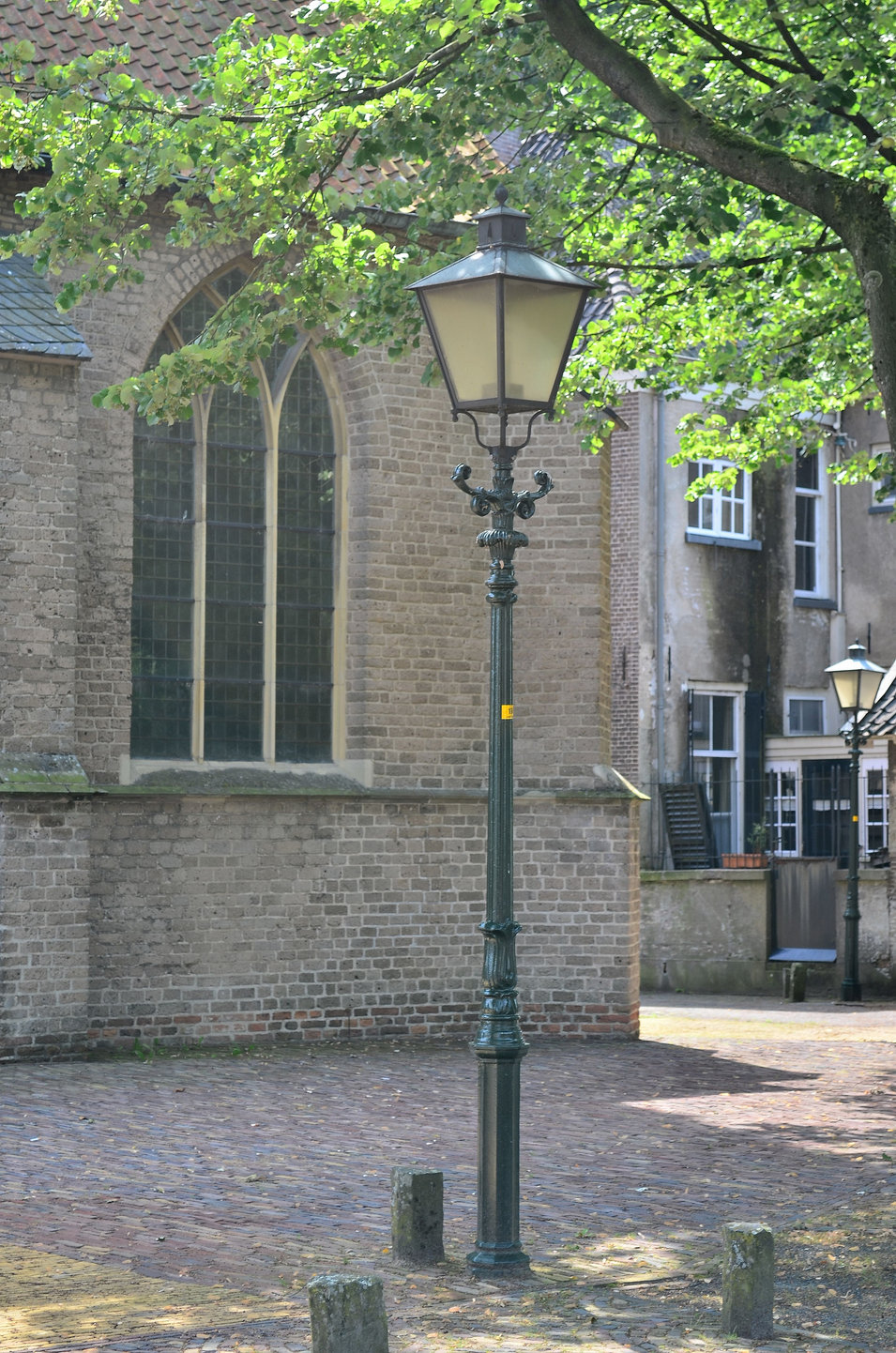 lantaarn naast de kerk