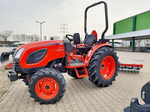 Traktor mit Bahnplaner Kioti PlatzMax Reitplatzplaner NEU Sofort