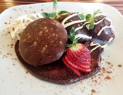 Flourless Chocolate Cupcakes & Strawberr