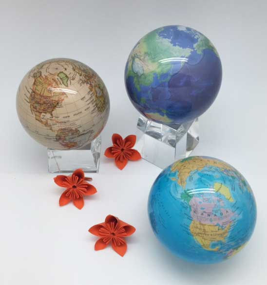 75f65bb9801120d0-globes.jpg
