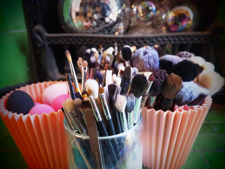 HOW TO CLEAN YOUR MAKEUP BRUSHES & BEAUTY BLENDERS