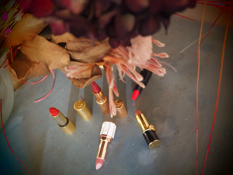 HOW TO PICK THE RIGHT         LIPSTICK SHADE FOR YOU