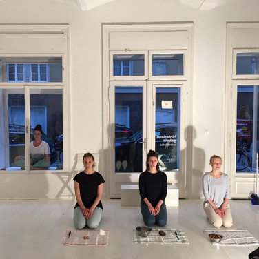 Insights PEEL OFF #1  a micro performance series _hinterland galerie