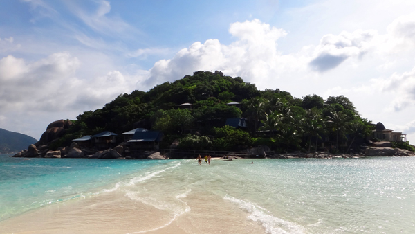 Koh-Nang-Yuan-beach-crossing