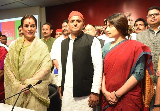 Poonam Sinha with Akhilesh Credits Huffington Post
