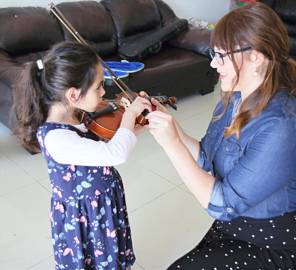 little girl playing violin, when to start violin lessons, Jerusalem violin lessons