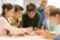 enfants-en-classe-travailant.jpg