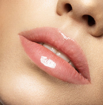 perfect-natural-lip-makeup-close-up-macr