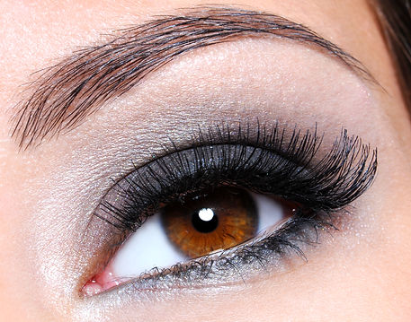 female-eye-with-dark-brown-glamour-make-