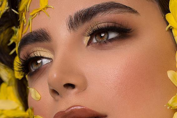 fashion-model-in-smokey-eye-makeup-and-g