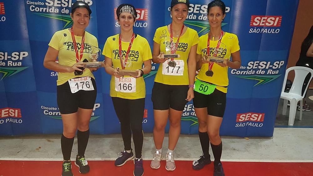Maria Rosa Modena, Luciana Lopes, Mariane Modena, Priscila Rocha - Contra Tempo Running pódio