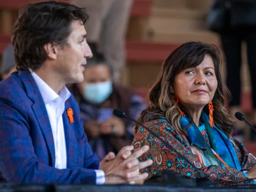 Trudeau visits First Nation;  apologizes for skipping invitation