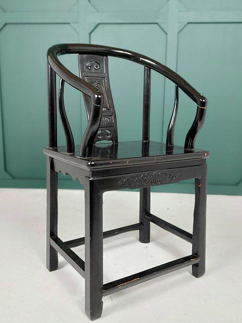 laqured Chinese Horseshoe Chair
