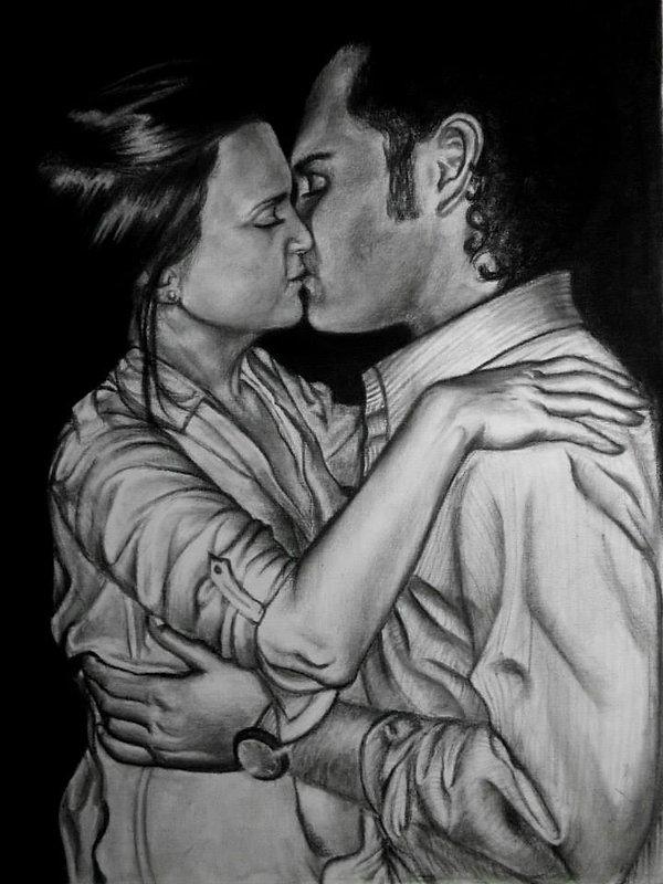 retrato pareja besandose blanco y negro carboncillo el beso amor jovenes