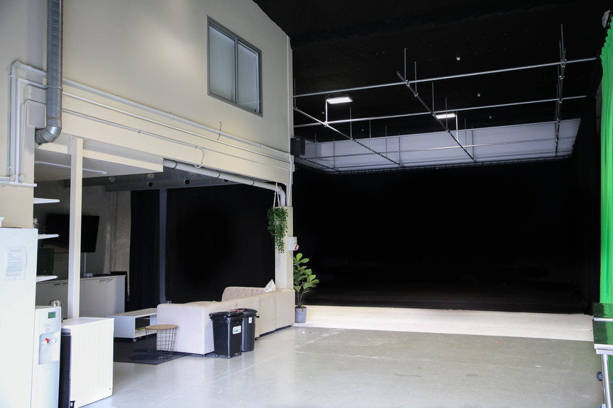 Studio Full Black