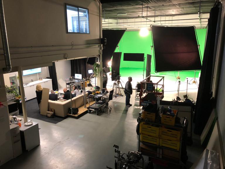 Working Studio -  Full Greenscreen