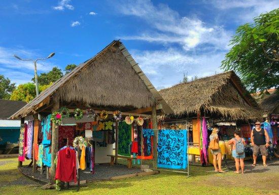 Punanga Nui Saturday Market