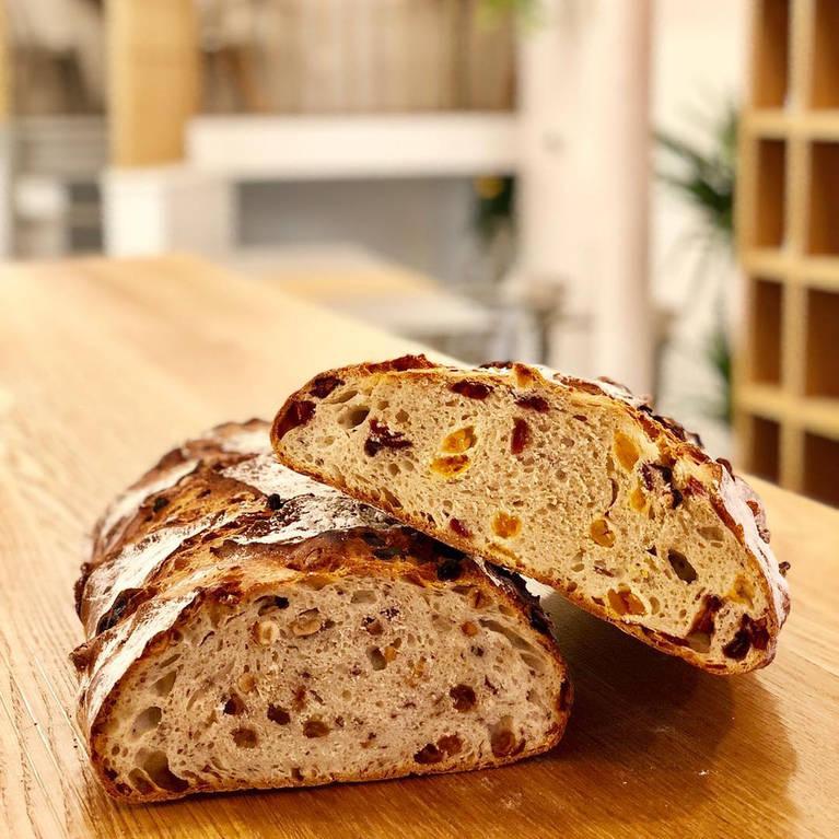 Ψωμί με κομματάκια βερύκοκου BO&MIE
