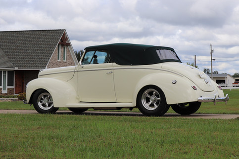 1940 Ford (33).JPG