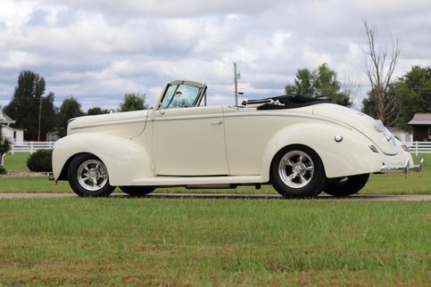 1940 Ford (12).JPG
