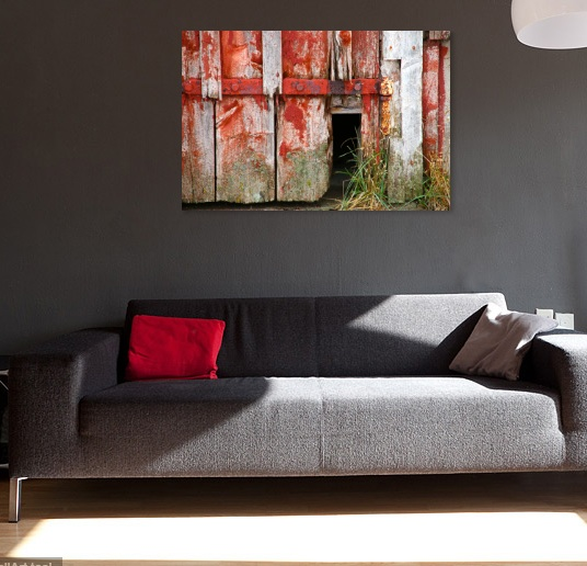 wallphoto -  grey sofa- rust