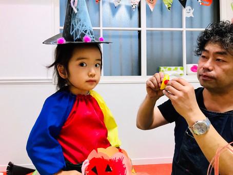 ハロウィンのお菓子入れと魔女の帽子