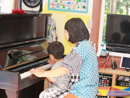 ピアノを使ったモーニングサークル
