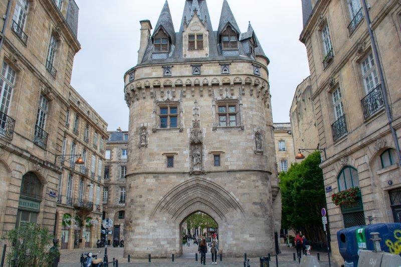 Porte Cailhau Bordeaux Potujoči brlog