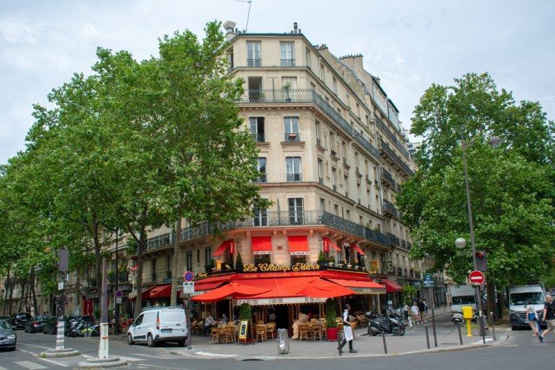 Pariz Potujoči brlog