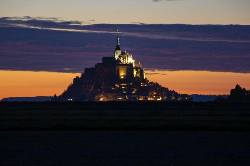 Mont Saint-Michel Potujoči brlog ponoči