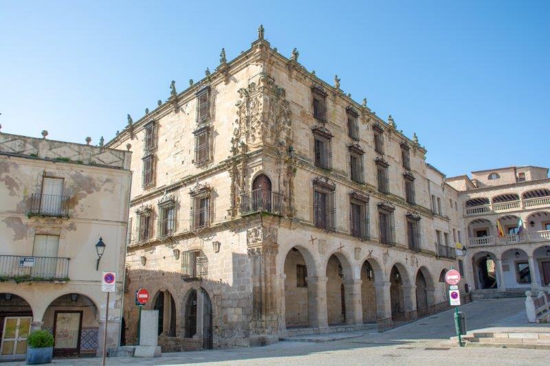 Palacio de la Conquista trujillo Potujoči brlog