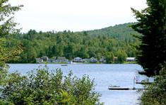 1200px-Otter_Lake_QC.JPG