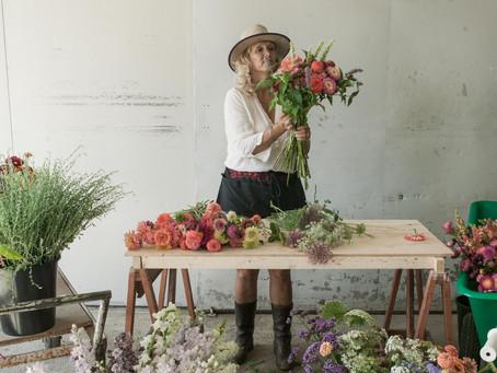 FioriBlomster introduserer i høst for første gang bukettbindingskurs og kurs i blomsteroppsatser