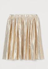 girlpleatedskirt.jpg