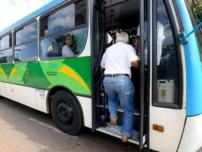 O PT cria direitos para os idosos e o PSDB retira