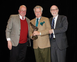 Frank J. Williams and Harold Holzer present the 2015 Current Award to William Davis