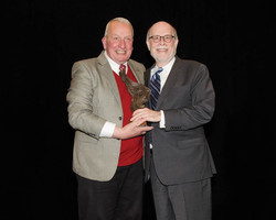 Frank J. Williams presents the 2015 Current Award to Harold Holzer