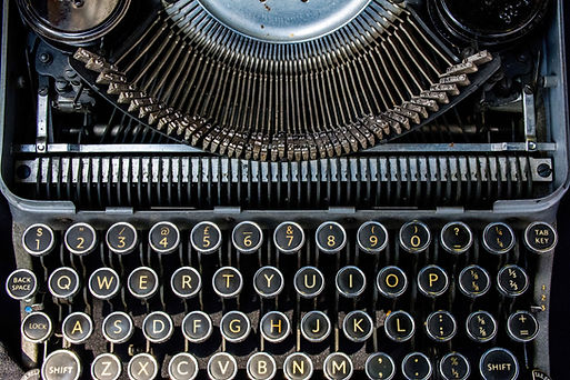 black and white photo of an old fashioned typewriter keyboard