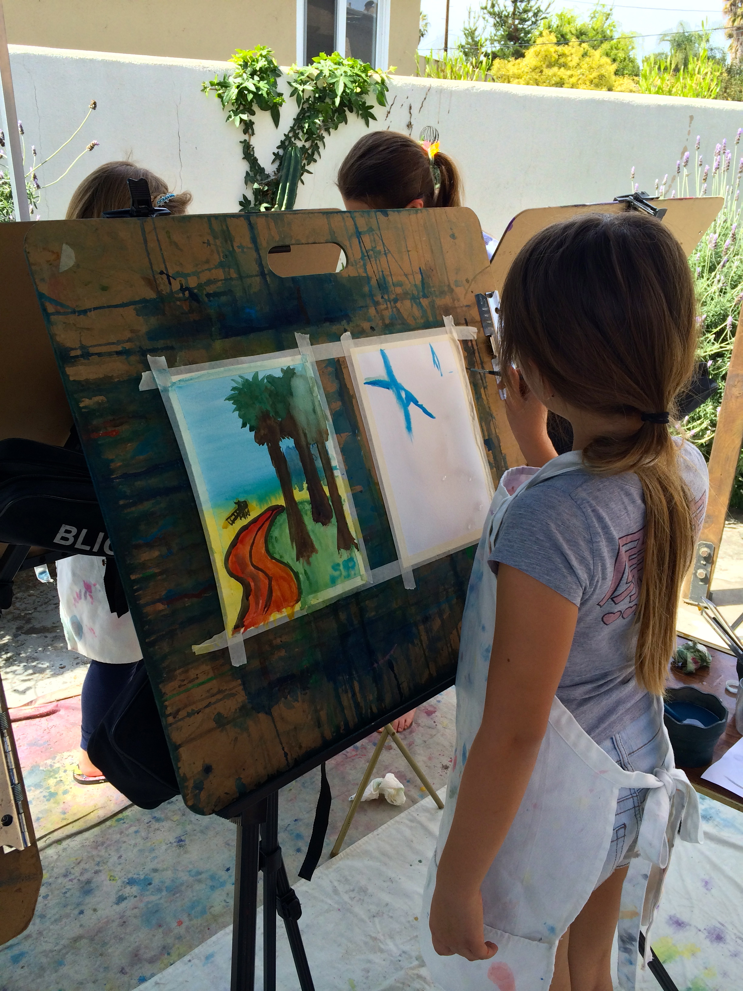 "Girls Scouts get their ""Art Badge"""