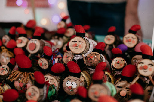 WORLD HOLIDAY TRADITIONS