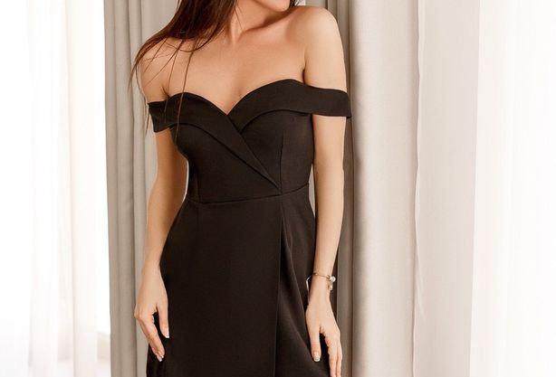 Платье со спущенными плечиками