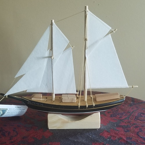 "667 ""Bluenose"" Boat Model"