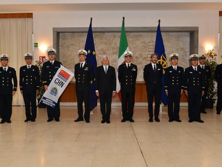 Cerimonia di consegna delle bandiere alla Naval Academies Regatta