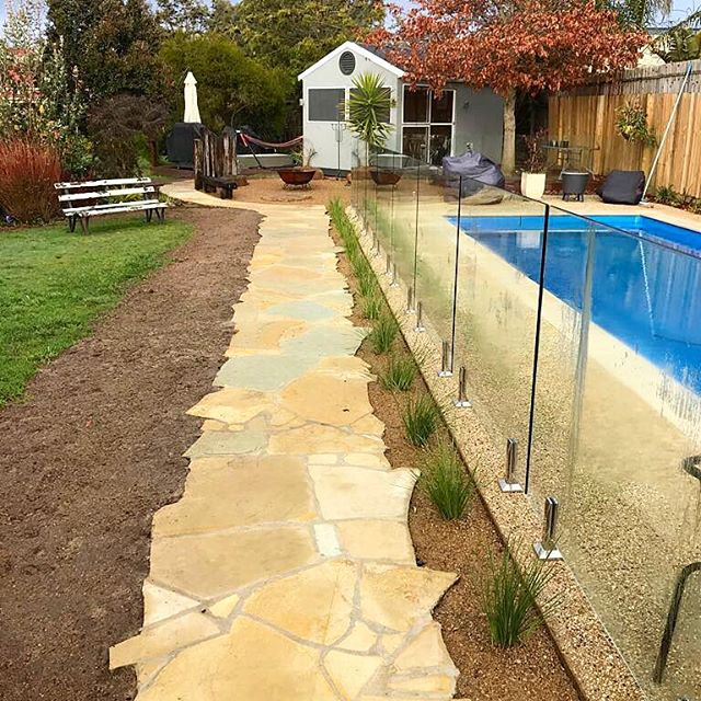 Mornington Limestone Crazy Paving