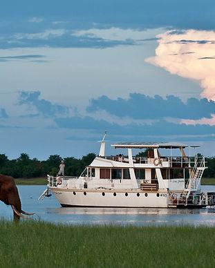 Houseboat Karibs.jpg
